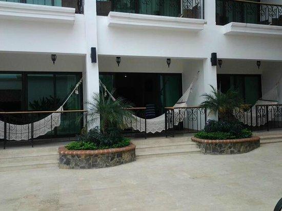 Hotel Gran David: Each room has a patio or balcony with a hammock