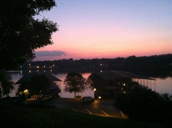 Lakeside Tavern: Great sunset!