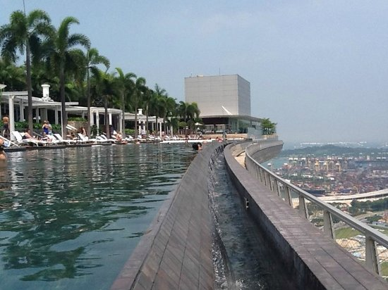 Piscina no 56 andar picture of marina bay sands for Piscina singapur