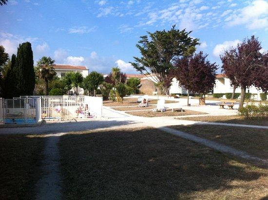 Pierre & Vacances Résidence Premium Le Palais des Gouverneurs : Une partie du jardin