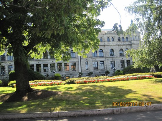 Victoria Carriage Tours: Government Building