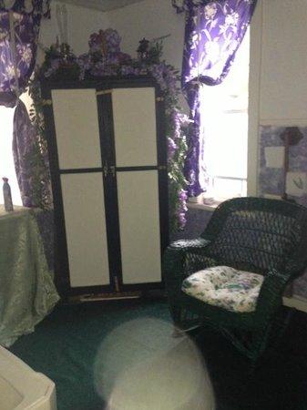 Bellwood Inn Bed & Breakfast: Shared Bathroom