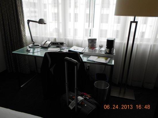 Hotel Murano: Desk