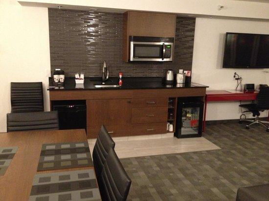 Hotel Elan: Kitchen area