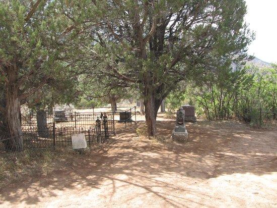 Linwood Cemetery: cemetery