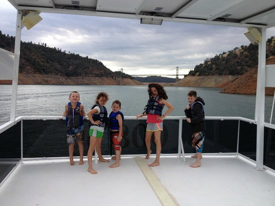 Lake Oroville State Recreation Area : Fun on the party boat