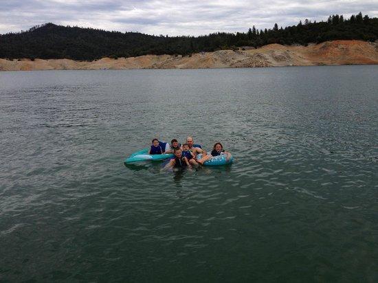 Lake Oroville State Recreation Area : Enjoying the lake