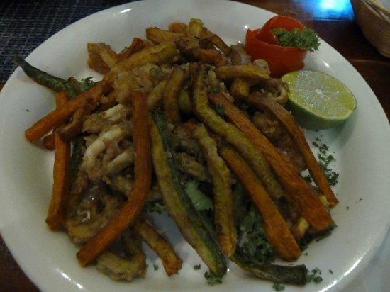 El Carnicero: deep fried mixed seafood