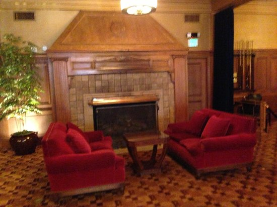 The Arctic Club Seattle - a DoubleTree by Hilton Hotel: Cozy Lobby