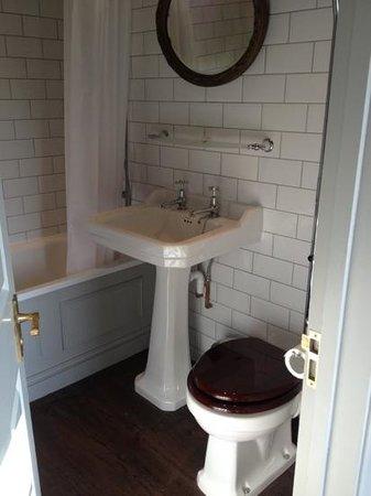 The Tunbridge Wells Hotel : bathroom