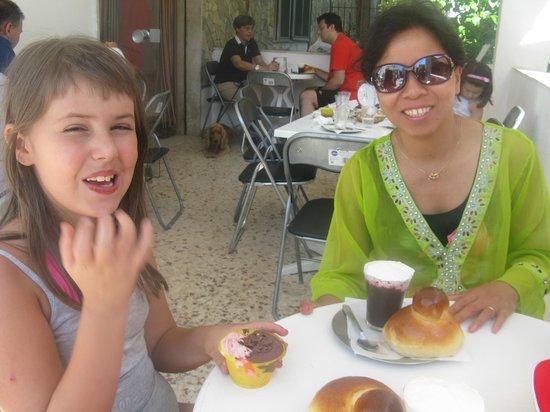 Gelateria Graniteria Eden: taking breakfast with granita con panna.