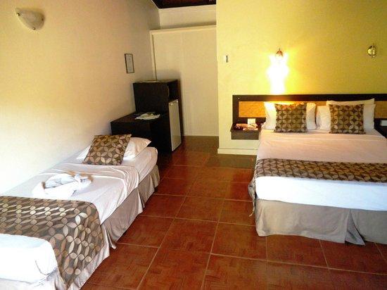 Gecko's Resort: Large room