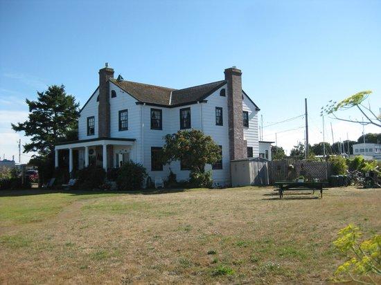 The Commander's Beach House: the house