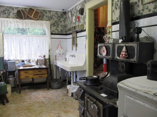 Frontier Historical Museum: kitchen