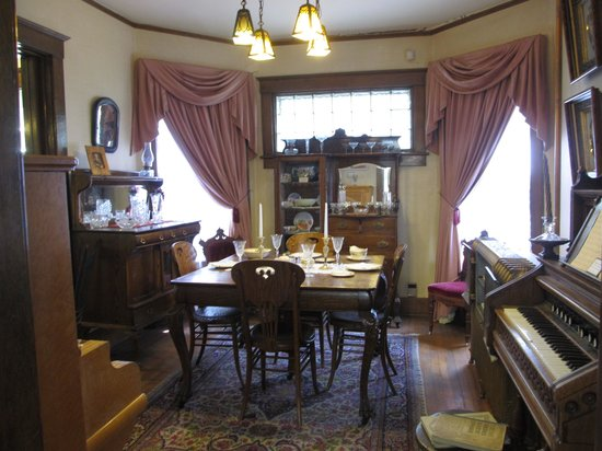 Frontier Historical Museum: dining room