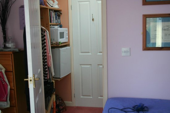 The Railway Cottage: Little Entrance hall