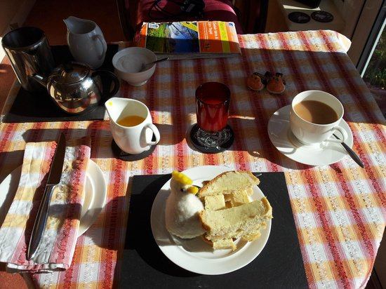The Railway Cottage: Lovely breakfast and the best eggs!