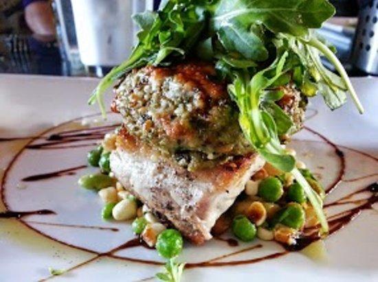 eat : an american bistro: Artichoke crusted #1 Bluefin Tuna