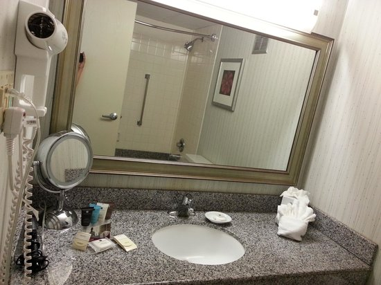 Crowne Plaza Philadelphia West: Curling Iron included on Women's only floor.