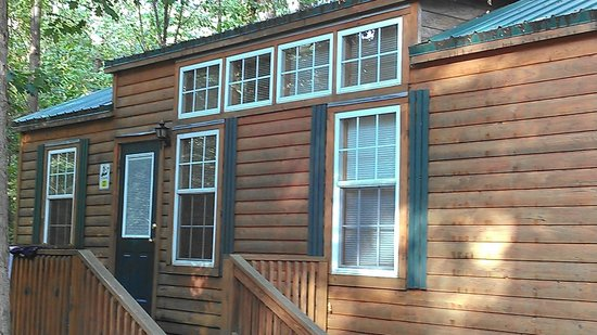 Yogi Bear's Jellystone Park Camp-Resort  Hagerstown: LUXURY COTTAGE 2 BEDROOM