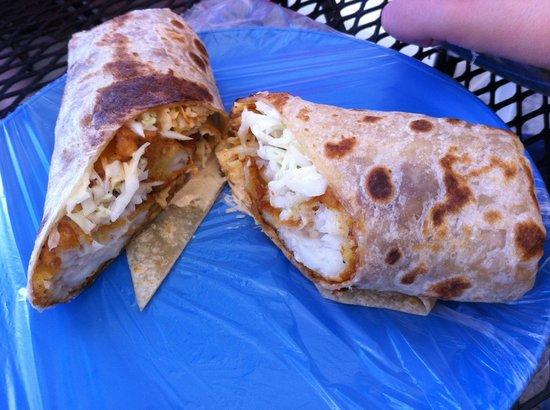 Los de Pescado: Fish burritos, very fulfilling