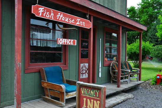 Fish House Inn and RV Park: Front desk / check in