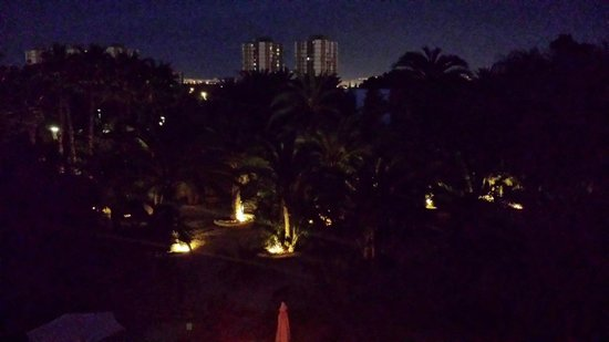 Apartamentos El Palmeral de Madaria: View from sun terrace at night