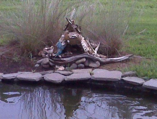 Annmarie Garden : Fairy House by the pond.