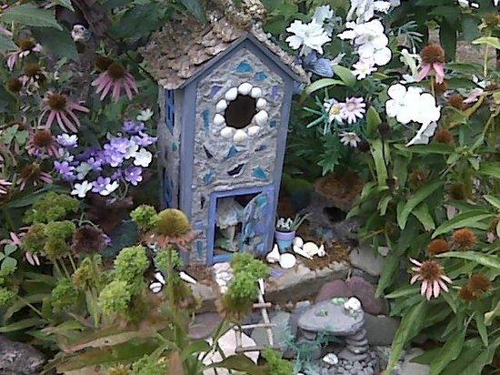 Annmarie Garden : Fairies Outback House