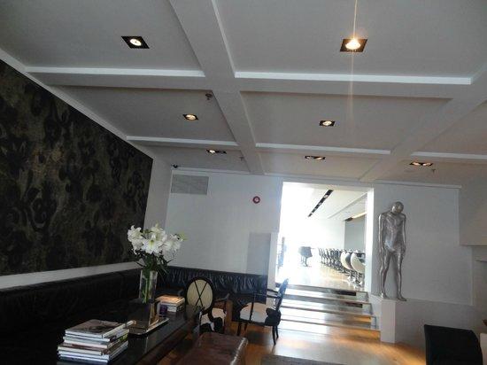 101 hotel : Lobby/Bar Area