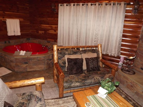Donna's Premier Lodging: Great decor and nice jacuzzi