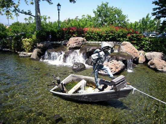Calabasas, CA: Pirate Cove - metal sculptures
