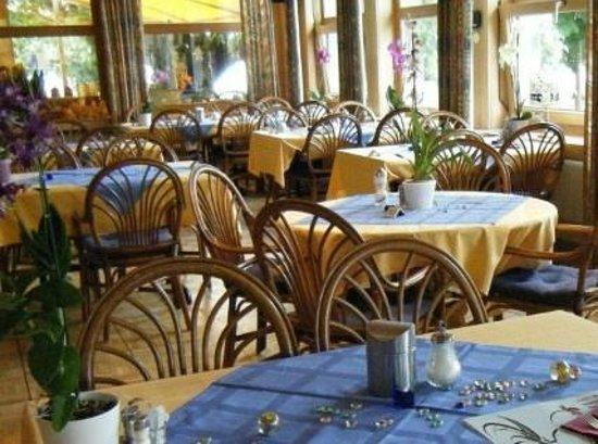 Seehotel Baren Brienz: Breakfast room