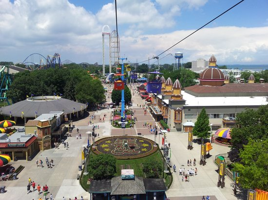 cloudy afternoon picture of cedar point amusement park. Black Bedroom Furniture Sets. Home Design Ideas