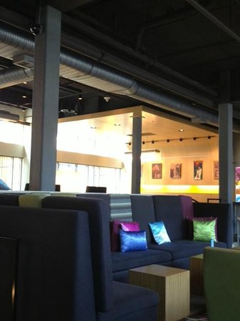 Aloft Chapel Hill: One of several sitting areas in lobby