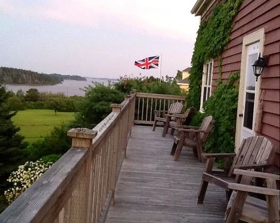 Bayview Pines Country Inn: The Deck View!