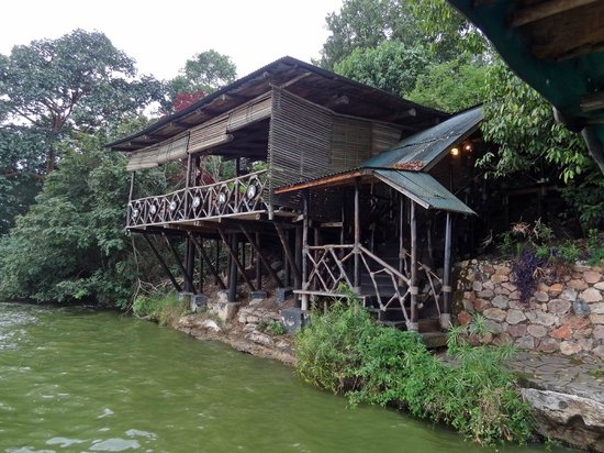 Jacana Safari Lodge: Restaurant seen from lake