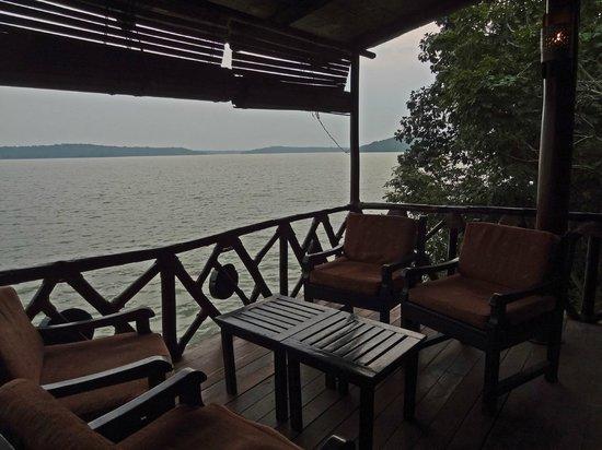 Jacana Safari Lodge: view of the lake from restaurant/lounge