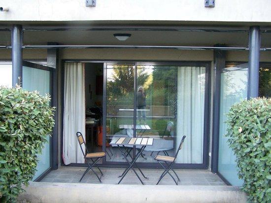 Eza Vista: Our room/patio