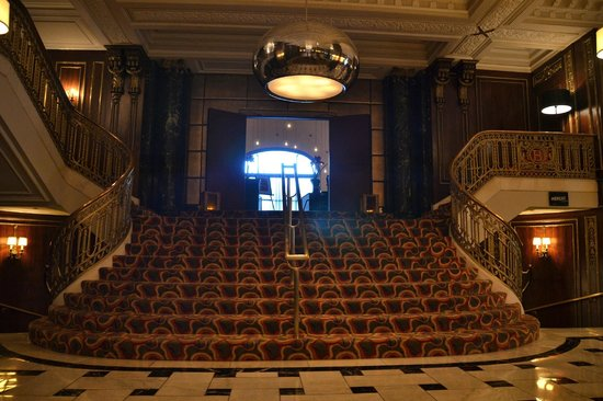 The Blackstone, Autograph Collection: Lobby Staircase