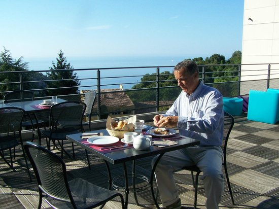 Eza Vista: Lunch on the patio