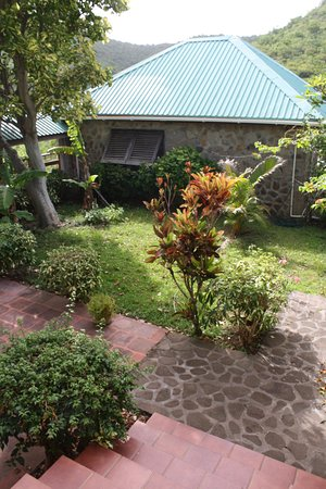 Sugar Reef Bequia: Steps down to the French House Garden