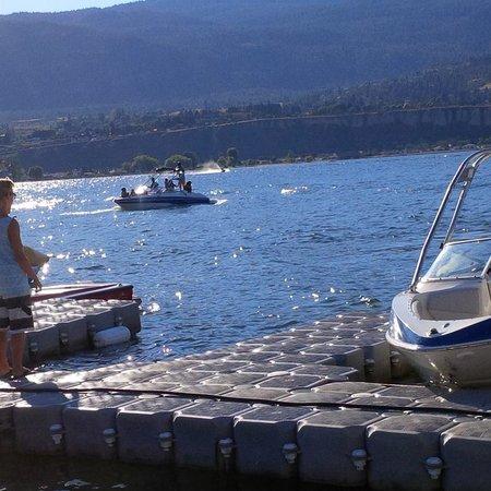 Penticton Lakeside Resort & Conference Centre : Boat dock