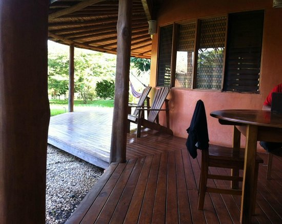 Hotel Playa Negra: Porch, outdoor shower and dining and hammock area