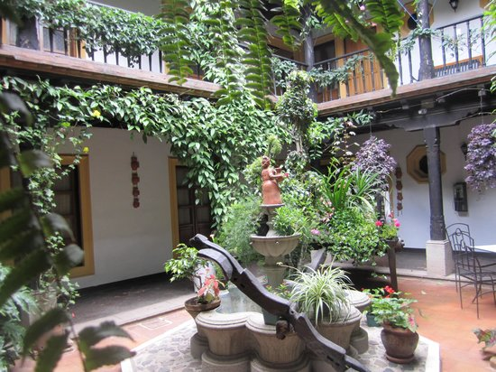 Hotel Posada Del Hermano Pedro: The hotel's inside courtyard - beautiful!