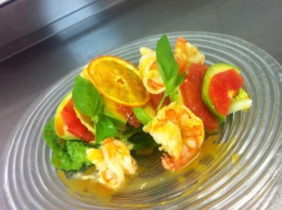 Barrique Restaurant : fraîcheur d'avocat/pamplemousse et gambas a l'orange