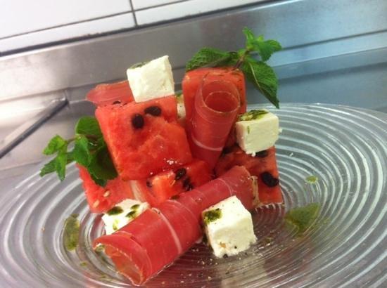 Barrique Restaurant : cubisme de pastèque et fêta, huile d'olive mentholée