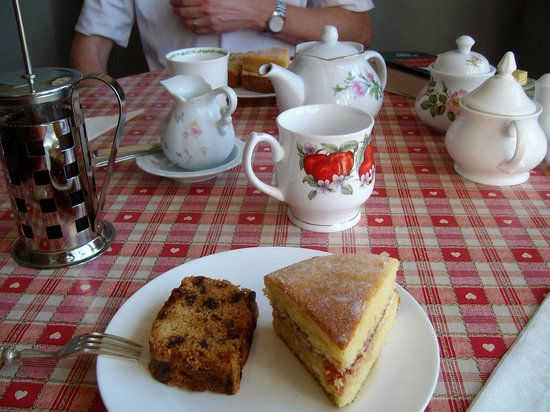 Sunset Inn: Complimentary afternoon tea/coffee and cakes