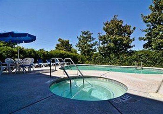 Comfort Inn: Great hot tub