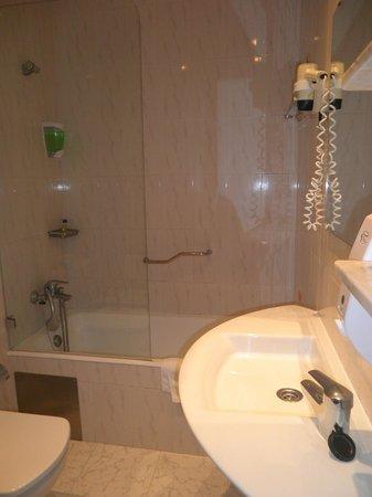 Hotel Miraparque: Bathroom